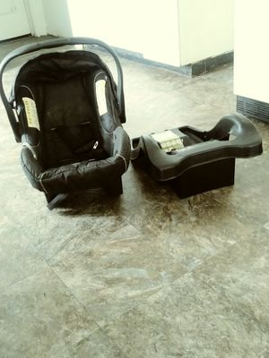 On Board Car Seat with Base for Sale in Utica, NY