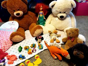30 pieces bundle of stuffed animals and more for Sale in Joliet, IL