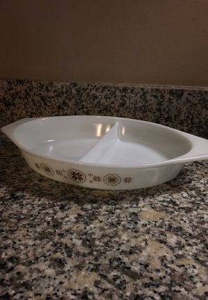 Pyrex Town and Country pattern 1 1/2 qt divided casserole dish- American Made 1963-1967 for Sale in Westerville, OH