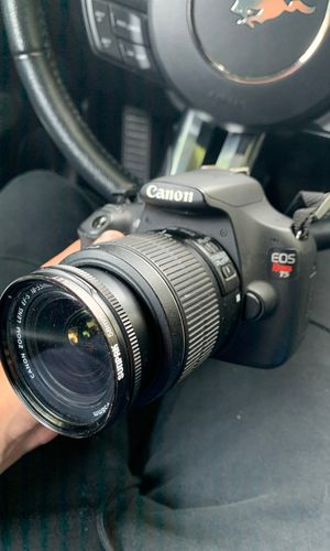 Canon EOS Rebel T5 for Sale in Woodburn, OR