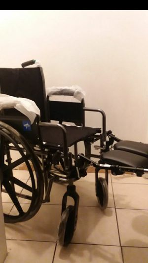 "MEDLINE EXCEL WHEELCHAIR 16""WIDTH WITH ELEVATING LEGREST... for Sale in Paramount, CA"