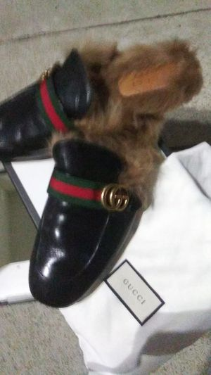 Plush hand made in italy Authentic Gucci slippers horsebit detail leather solewith lamb fur lining 1000$ retail invoice included for Sale in San Diego, CA