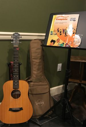 Baby Taylor left handed guitar set up for Sale in Snohomish, WA