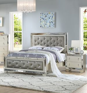 VINTAGE GLAM SILVER GRAY FINISH MIRROR TRIM PADDED PANELS CAL OR EASTERN KING SIZE BED FRAME - CAMA - NO INCLUYE COLCHON SOLO MARCO for Sale in Downey, CA