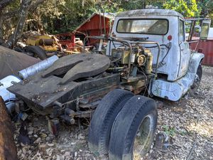International 5th wheel tractor rig for Sale in Santa Cruz, CA