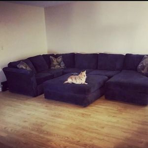 Very Large Clean Sectional for Sale in Des Moines, WA