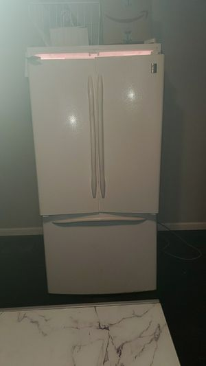 GE Profile side by side with freezer on bottom. Everything works all the parts is with it. Works and runs good no problems. for Sale in Columbus, OH