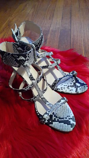 Black and white snakeskin heels for Sale in St. Louis, MO