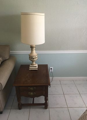 2 Side table , 2 lamps and center table for Sale in Sebring, FL