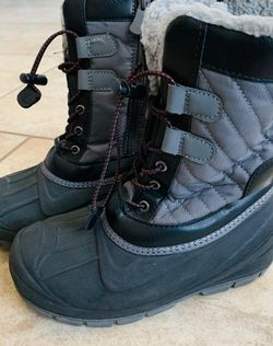 Cat & Jack Snow Boots Size 2 for Sale in San Antonio,  TX
