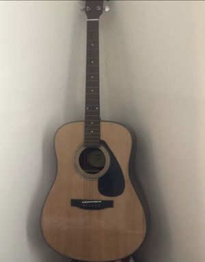 Yamaha acoustic guitar model F325D for Sale in Brooklyn, NY