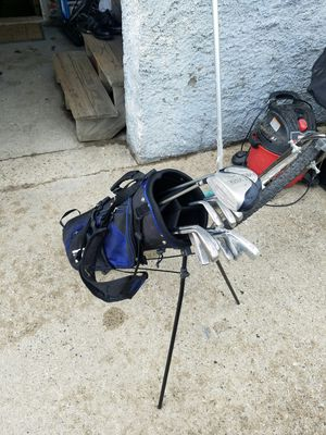 GOLF CLUBS/BAG. 6 GRAPHITE for Sale in Boston, MA