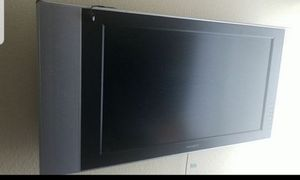 Maxcent tv with wall mount for Sale in Bellevue, WA