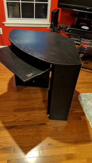 Black wooden computer desk (with shelves and keyboard pullout) for Sale in East Windsor, NJ