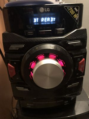 LG 700 watt Bluetooth stereo/cd/aux with 2 speakers & subwoofer for Sale in Chillum, MD