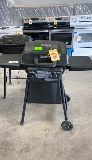 Charbroil 463647018 propane grill ☺️☺️☺️ 1YK for Sale in Huntington Beach, CA