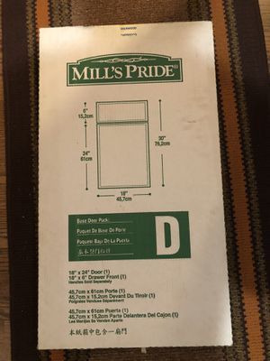 Base door kitchen cabinets 18x24 & front drawer 18x6in for Sale in Kent, WA