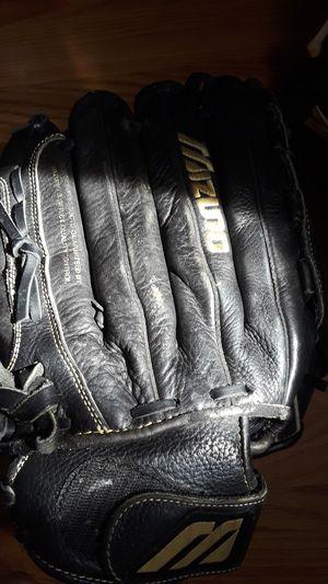 Baseball gloves for Sale in Long Beach, CA