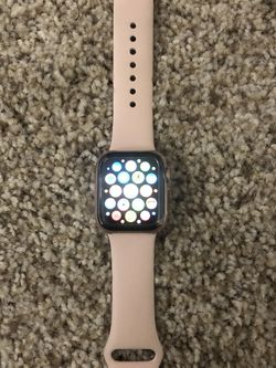 Watch Series 6 SE Gold Aluminum Case Pink Sand Sport Band 40MM New for Sale in Foster City,  CA