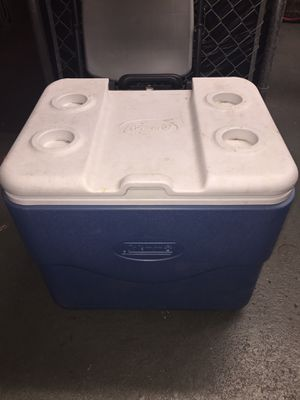 Coleman large cooler with wheels great condition for Sale in Queens, NY