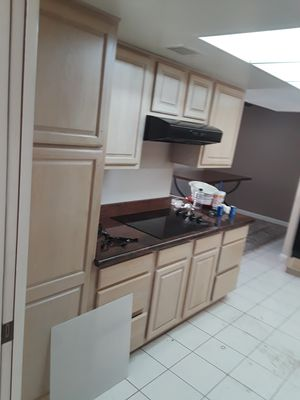 16 kitchen cabinets and apliances. Good conditions for Sale in Mesa, AZ