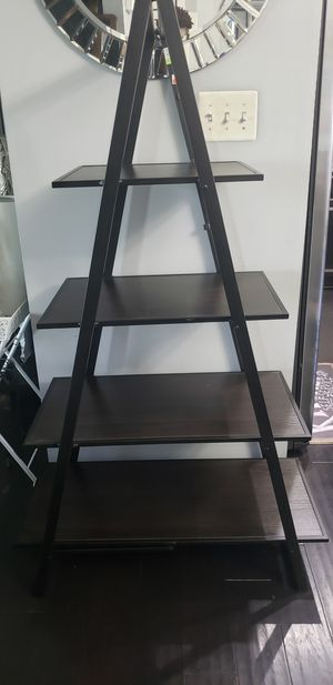 Layered Etagere, 4 Tier Shelf; Bookcase for Sale in UPR MARLBORO, MD