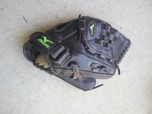 Mizuno softball glove for Sale in City of Industry, CA