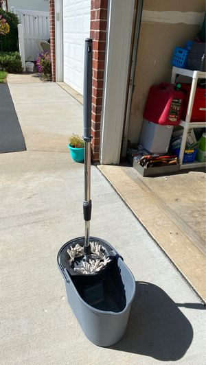 FREE Spin Mop-Used for Sale in Apple Valley, MN