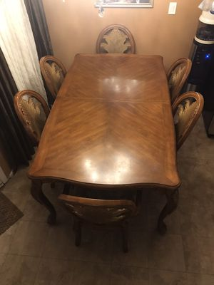 Dining table with 6 chairs for Sale in Glendale, CA
