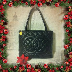 CHANEL Black Quilted Caviar Medallion Tote Bag Purse for Sale in Ferndale, WA