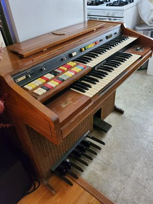 Organ piano x FREE DELIVERY for Sale in Los Angeles, CA