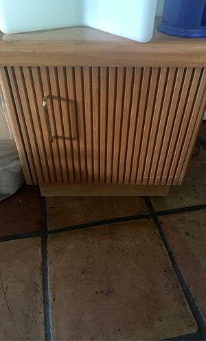 Free side table real wood for Sale in Cutler Bay, FL