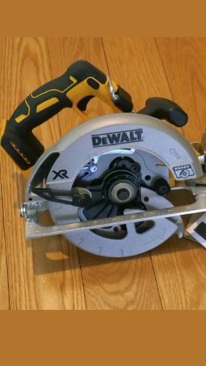 """Brand new dewalt 20v xr brushless 7-1/4"""" circular saw and blade for Sale in Fresno, CA"""