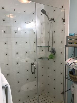 Shower doors and mirrors for Sale in Miami Gardens, FL