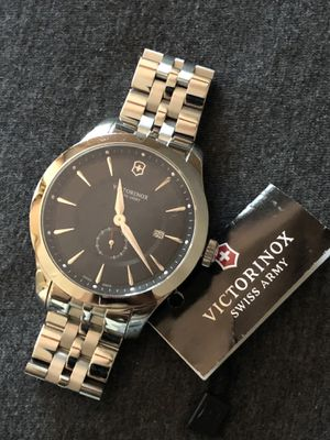 Men victorinox Swiss army watch retail $550 for Sale in Los Angeles, CA
