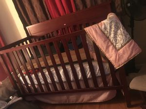 Baby bed and rocking chair for Sale in Las Vegas, NV