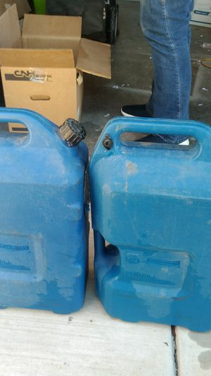 2 6 gallon water cans for Sale in Brawley, CA