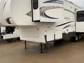 2010 Fifth wheel for Sale in Mansfield,  TX