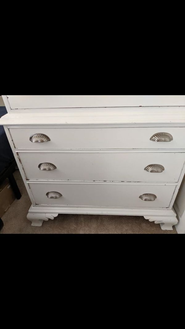 Beautiful drawers chest
