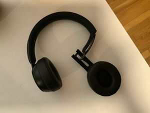 Beats Solo Pros (matte black) fully working, detached ear cup for Sale in Los Angeles, CA