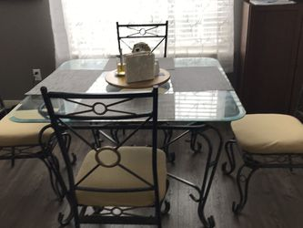 Table With 4 Chairs for Sale in Kirkland,  WA
