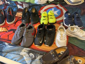 Kids Haul - shoes, games, clothes, books — multiple sizes not separating out all together for Sale in Gilbert, AZ