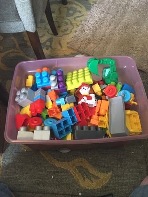 Extra large storage bin of letgo building toys for Sale in Cleveland, OH