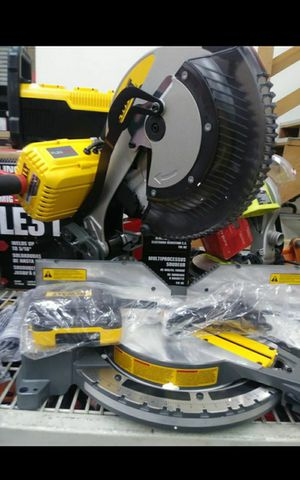 """DEWALT FLEX VOLT BRUSHLESS CORDLESS OR CORDED DUAL POWER 12""""IN DOUBLE COMPOUN SLIDING MITER SAW BRAND NEW TOOL ONLY for Sale in San Bernardino, CA"""