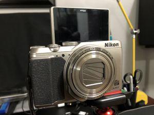 Nikon COOLPIX A900 Digital Camera (Silver) for Sale in Los Angeles, CA