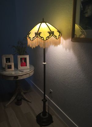 Tiffany style lamp for Sale in Fort Lauderdale, FL
