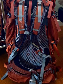 Osprey Atmos 65 AG SMALL wRain fly Red Backpack Backpacking Hiking Bag Orig.$300 for Sale in Castro Valley,  CA