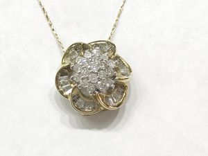 "14K Yellow Gold Woman's Cluster Pendant with approx. 1.25cttw Diamonds and 10k Yellow Gold Chain 19"" $419.98 **Great Buy** for Sale in Tampa, FL"