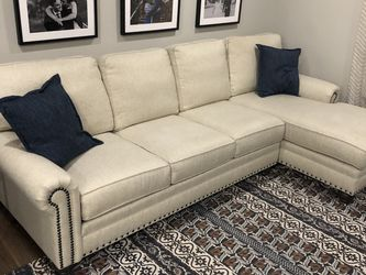 Beautiful Couch With Chaise for Sale in Brunswick,  OH