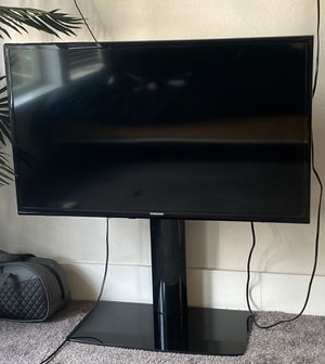 """39"""" Samsung LED TV w/ wall mount & stand for Sale in Seattle, WA"""